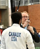 BOGOTA – COLOMBIA – 26 – 05 – 2017: Un juez inspecciona la espada de Gabriel Canaux de Estados Unidos, durante Varones Mayores Epee del Gran Prix de Espada Bogota 2017, que se realiza en el Centro de Alto Rendimiento en Altura, del 26 al 28 de mayo del presente año en la ciudad de Bogota.  / A judge inspects the sword of Gabriel Canaux from United States, during Senior Men´s Epee of the Grand Prix of Espada Bogota 2017, that takes place in the Center of High Performance in Height, from the 26 to the 28 of May of the present year in The city of Bogota.  / Photo: VizzorImage / Luis Ramirez / Staff.