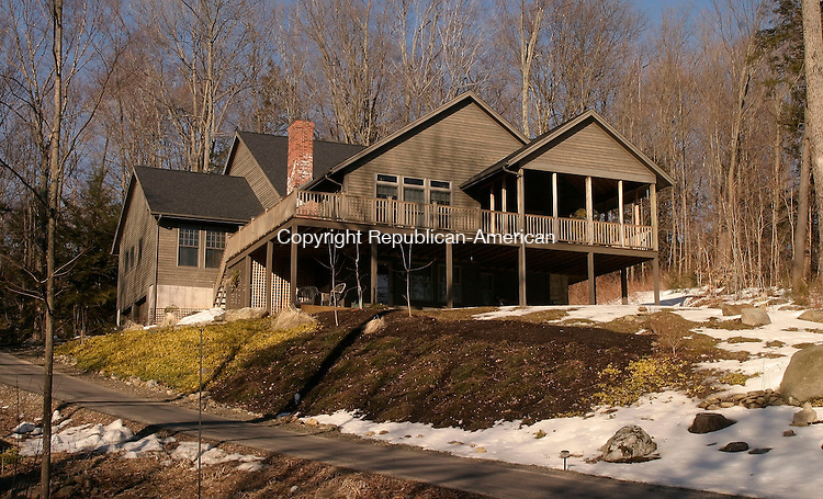 GOSHEN, CT- 22 MARCH 2005-032205J01--House of the week located at 115 East Hyerdale Drive at Woodridge Lake in Goshen --- Jim Shannon Photo-- East Hyerdale Drive; Woodridge Lake; Goshen are CQ