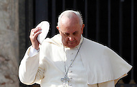 Papa Francesco al termine dell'udienza generale del mercoledi' in Piazza San Pietro, Citta' del Vaticano, 30 ottobre 2013.<br /> Pope Francis holds his skullcap as he leaves at the end of his weekly general audience in St. Peter's Square at the Vatican, 30 October 2013.<br /> UPDATE IMAGES PRESS/Riccardo De Luca<br /> <br /> STRICTLY ONLY FOR EDITORIAL USE