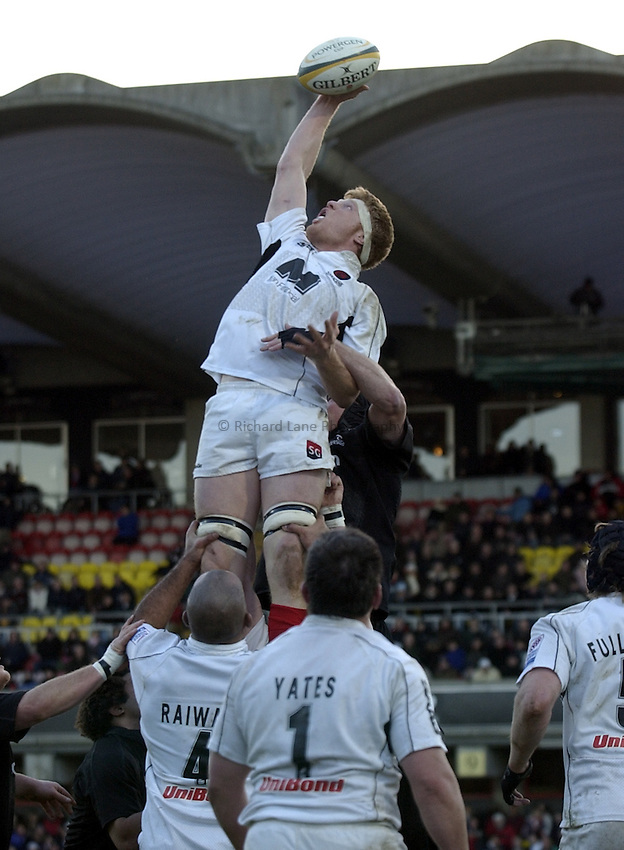 Photo. Henry Browne..19/12/2004..Saracens v Newcastle Falcons Powergen Cup...Hugh Vyvyan receives a lineout..