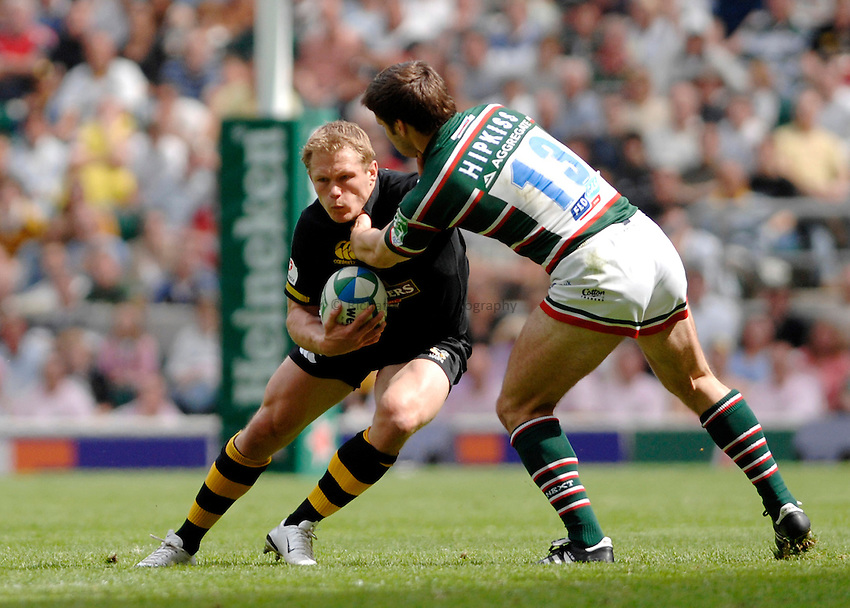 Photo: Richard Lane..London Wasps v Leicester Tigers. Heineken Cup Final. 20/05/2007..Josh Lewsey (L) of Wasps tries to get past Dan Hipkiss of Leicester.