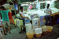 "Asien Philippinen Negros .Verkauf von Reis auf Markt in Bacolod - Landwirtschaft Essen Nahrung Nahrungsmittel Ernährung Hunger Handel kaufen Reis xagndaz | .Asia Philippines Negros .market for rice varieties in Bacolod - agriculture food crops crop paddy price money rice cultivation eat sell buy trade | .[copyright  (c) Joerg Boethling / agenda , Veroeffentlichung nur gegen Honorar und Belegexemplar / royalties to:  agenda PG , Bank: Hamburger Sparkasse , BLZ 200 505 50 , kto. 1281 120 178  IBAN: DE96 2005 0550 1281 1201 78 BIC: ""HASPDEHH"", address: agenda  Rothestr. 66  D-22765 Hamburg  ph. ++49 40 391 907 14   e-mail: boethling@agenda-fototext.de  www.agenda-fototext.de ]"