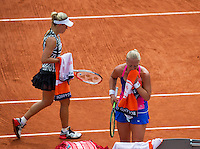 Paris, France, 24 June, 2016, Tennis, Roland Garros,  Kiki Bertens (NED) (R) upset 13h seat Kerber of Germany in the first round<br /> Photo: Henk Koster/tennisimages.com