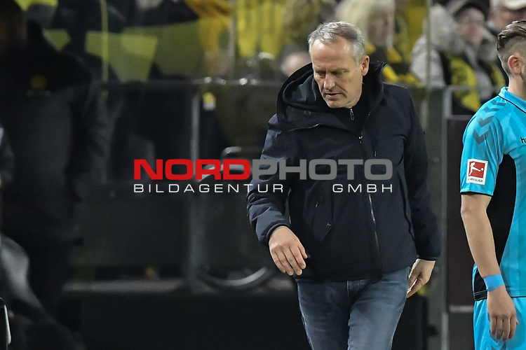 01.12.2018, Signal Iduna Park, Dortmund, GER, DFL, BL, Borussia Dortmund vs SC Freiburg, DFL regulations prohibit any use of photographs as image sequences and/or quasi-video<br /> <br /> im Bild Christian Streich (SC Freiburg) nachdenklich<br /> <br /> Foto © nordphoto/Mauelshagen