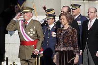 MADRI, ESPANHA, 06 JANEIRO 2013 - PARADA MILITAR ANO NOVO - O Rei Juan Calos e a Rainha Sophia durante Parada Militar do Ano Novo no Palacio Real de Madri capital da Espanha, neste domingo, 06/01/2013. (FOTO: MIGUEL CORDOBA / ALFAQUI / BRAZIL PHOTO PRESS).