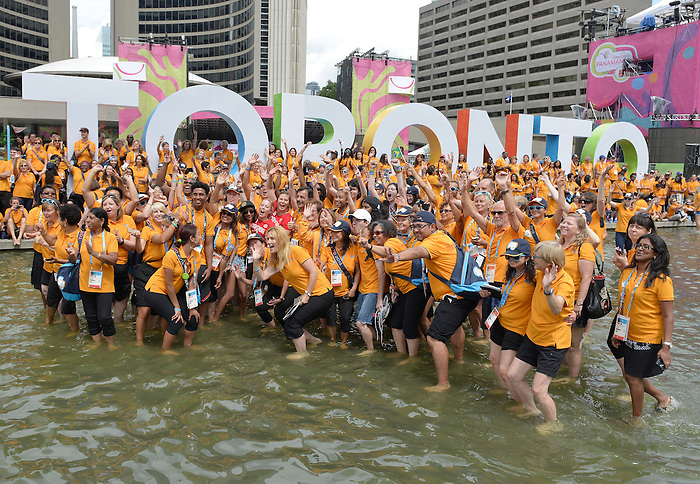 Toronto, ON - Aug 4 2015 - Chef de Mission Elizabeth Walker-Young and Assistant Chef de Mission joins the volunteers in the water at Nathan Phillips Square with Toronto Mayor John Tory (Photo: Matthew Murnaghan/Canadian Paralympic Committee)