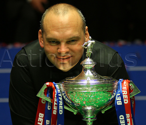 05.05.2015. Sheffield, Stuart Bingham celebrates as he produced one of the greatest triumphs in snooker history to win his first World Championship with an astonishing 18-15 win over Shaun Murphy at the Sheffield's Crucible Theatre