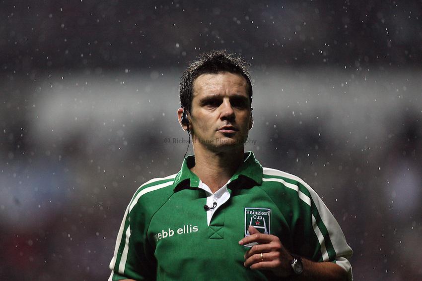 Photo: Rich Eaton...Ospreys v Sale Sharks. Heineken Cup. 20/10/2006. Referee, Joel Jutge.