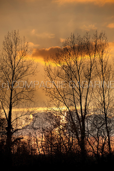 Sunset over a cloudy landscape (Belgium, 05/03/2014)