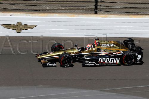 27.05.2016. Indianapolis, IN, USA.  Indycar driver James Hinchcliffe (5) during Carb Day for the 100th running of the Indianapolis 500 in Speedway, IN.