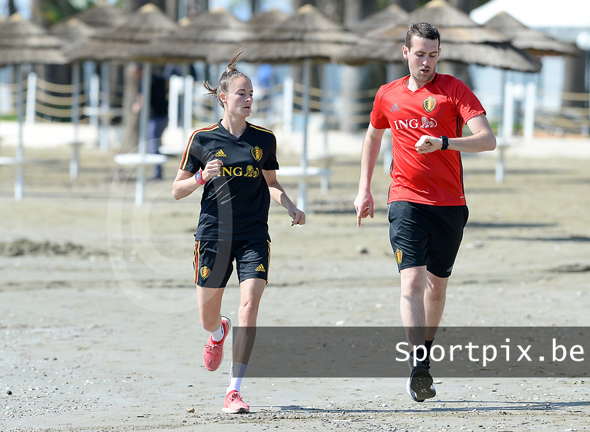 20180302 - LARNACA , CYPRUS :  Belgian Tessa Wullaert pictured with Belgian Physical trainer Gil Benedetti  during a Muscular warm up training session on the beach before a women's soccer game between The Belgian Red Flames and Spain , on friday 2 March 2018 on the CTO Beach in Larnaca , Cyprus . The game will be the second game in group B for Belgium during the Cyprus Womens Cup , a prestigious women soccer tournament as a preparation on the World Cup 2019 qualification duels. PHOTO SPORTPIX.BE | DAVID CATRY