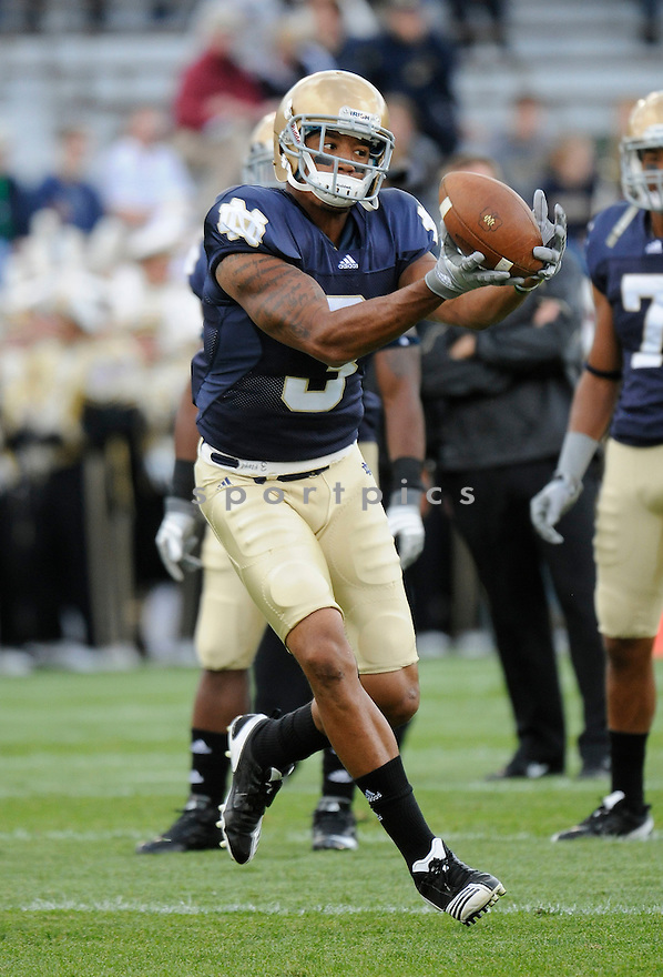 MICHAEL FLOYD, of the Notre Dame, in action during the Irish's game against the  Purdue Boilermakers at Notre Dame Stadium in South Bend, Indiana September 4, 2010.   Notre Dame won the game 23-12.....