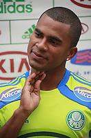 SAO PAULO, 10 DE MAIO  DE 2012. TREINO  DO PALMEIAS. O jogador Mazinho durante entrevista coletiva no treino do Palmeiras na tarde desta quinta feira na Academia de Futebol em São Paulo. FOTO: ADRIANA SPACA - BRAZIL PHOTO PRESS