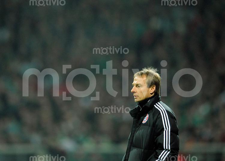Fussball    1. Bundesliga    Saison 2008/2009    22. Spieltag    01.03.2009   Werder Bremen - Bayern Muenchen Trainer Juergen KLINSMANN (Muenchen) nachdenklich.