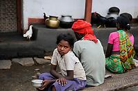 INDIA, Jharkhand, Chaibasa, Adivasi, Ho tribe / INDIEN, Jharkhand , Chaibasa , Dorf Surjabasa , Ho Ureinwohner