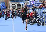 06.07.2019,  Innenstadt, Hamburg, GER, Hamburg Wasser World Triathlon, Elite Mainner, im Bild die Triathleten beim Wechsel auf dem Rathausmarkt vom Fahrrad zum Laufen mit Jonas Schomburg (GER) Foto © nordphoto / Witke *** Local Caption ***