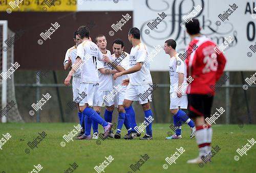 2011-02-20 / Voetbal / seizoen 2010-2011 / Rapid Leest - Nieuwmoer / Samir El Makrini scoorde de 3-0..Foto: mpics