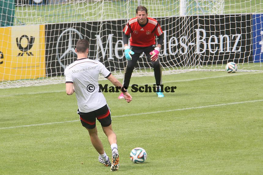 Julian Draxler gegen Roman Weidenfeller - Abschlusstraining der Deutschen Nationalmannschaft  im Rahmen der WM-Vorbereitung in St. Martin