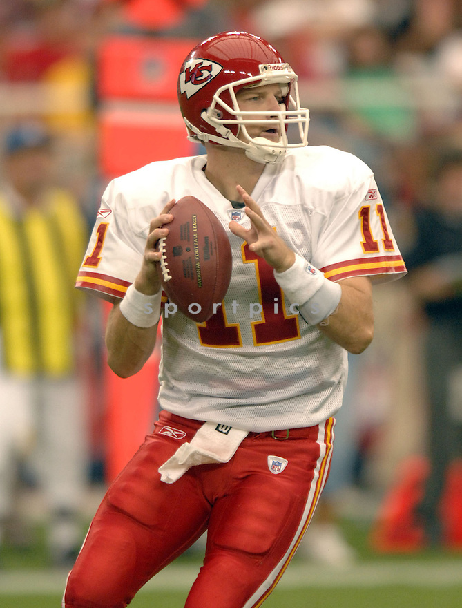 DAMON HUARD, of the Kansas City Chiefs, in action against the Arizona Cardinals on October 8, 2006 in Phoenix, AZ...Chiefs win 23-20..David Durochik / SportPics.
