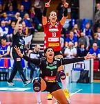 Amanda Benson (#1 Dresdner SC) \Maria Segura (#13 Dresdner SC) \ beim Spiel, Allianz MTV Stuttgart - Dresdner SC.<br /> <br /> Foto &copy; PIX-Sportfotos *** Foto ist honorarpflichtig! *** Auf Anfrage in hoeherer Qualitaet/Aufloesung. Belegexemplar erbeten. Veroeffentlichung ausschliesslich fuer journalistisch-publizistische Zwecke. For editorial use only.
