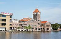 Nederland Zaandam. De oude Verkade fabriek aan de Zaan. In het pand zijn tegenwoordig diverse bedrijfjes gevestigd