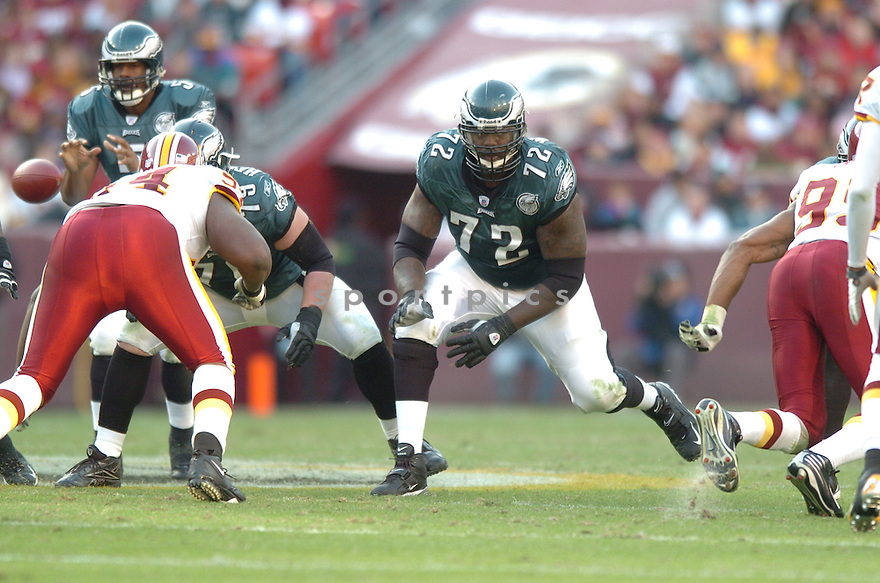 WILLIAMS THOMAS,, of the Philadelphia Eagles in action during the Eagles game against the Washington Redskins on November 11, 2007 in Landover, Maryland...Eagles  win 33-25..SportPics