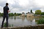 """Le Moulin de Villevêque (49), sur le Loir, désormais appelé """"L'Engrenage""""."""