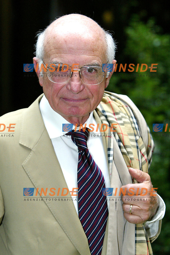 Roma 9/9/2003 <br /> RAI Presentazione RAI DAY TIME <br /> Il conduttore di Unomattina Sabato e Domenica Antonio Lubrano   <br /> Foto Staccioli / Insidefoto