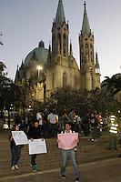 SAO PAULO, SP 18 JUNHO 2013 - MANIFESTACAO CONTRA AUMENTO TARIFA - Manifestação Contra o aumento da tarifa do ônibus cria o sexto protesto desta vez os manifestantes se reuniram em frente a Catedral da Sé e seguiram até em frente a prefeitura, no centro da capitall. FOTO: PAULO FISCHER/BRAZIL PHOTO PRESS.