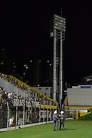 SÃO BERNARDO DO CAMPO,SP, 23.03.2016 - SÃO BERNARDO-CORINTHIANS - Falta de energia em duas torres de iluminação paralisa a  partida  São Bernardo x Corinthians , jogo válido pela décima primeira rodada do Campeonato Paulista 2016 no estádio 1º de Maio em São Bernardo do Campo, nesta quarta-feira, 23.  (Foto: Levi Bianco / Brazil Photo Press)
