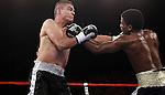 Fernado Trejo perdio por ko en el segundo asalto cuando se desloco su hombro derecho