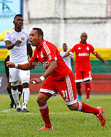 BUGA - COLOMBIA - 05-04-2014: Jorge Vargas, jugador del America, celebra el gol anotado al Depor FC, durante partido por la fecha 8 del Torneo Aguila I entre America de Cali y Depor FC, jugado en el estadio Hernando Azcarate de la ciudad de Buga. / Jorge Vargas, player of America, celebrates a scored a goal of Depor FC, during a match for the date 8 for the Torneo Aguila I between America de Cali and Depor FC, ??played at the Hernando Azcarate stadium in Buga. Photo: VizzorImage / Juan C. Quintero / Str.