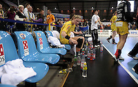 Handball 1. Bundesliga Frauen / Damen - DHB - Punktspiel - HC Leipzig (HCL) : Thüringer HC (THC) - Arena Leipzig - im Bild:    HCL Spielerin Natalie Augsburg enttäuscht nach der Niederlage .   Foto: Norman Rembarz..Norman Rembarz , Autorennummer 41043728 , Augustenstr. 2, 04317 Leipzig, Tel.: 01794887569, Hypovereinsbank: BLZ: 86020086, KN: 357889472, St.Nr.: 231/261/06432 - Jegliche kommerzielle Nutzung ist honorar- und mehrwertsteuerpflichtig! Persönlichkeitsrechte sind zu wahren. Es wird keine Haftung übernommen bei Verletzung von Rechten Dritter. Autoren-Nennung gem. §13 UrhGes. wird verlangt. Weitergabe an Dritte nur nach  vorheriger Absprache. Online Nutzung ist separat kostenpflichtig !.