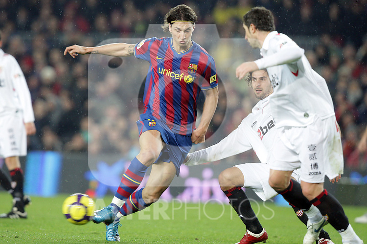 Football Season 2009-2010. Barcelona's player Zlatan Ibrahimovic (L) and Sevilla's  Escude (C) and Drago (R) during their spanish liga soccer match at Camp Nou stadium in Barcelona. January 16, 2010.