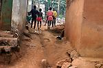 Enfants dans les rues au Cameroun.