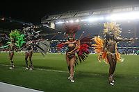 LONDRES, INGLATERRA, 25 MARÇO 2013 - AMISTOSO INTERNACIONAL - BRASIL X RUSSIA - Passistas sao vistas antes de Brasil x Russia em partida amistosa realizada no estádio Stamford Bridge, em Londres, na Inglaterra, nesta segunda-feira, 25.  (FOTO: GUILHERME ALMEIDA / BRAZIL PHOTO PRESS).