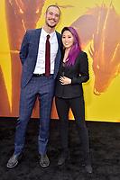 Mari Takahashi mit Partner Peter Kitch bei der Weltpremiere des Kinofilms 'Godzilla: King of the Monsters / Godzilla II - King of the Monsters' im TCL Chinese Theatre. Los Angeles, 18.05.2019