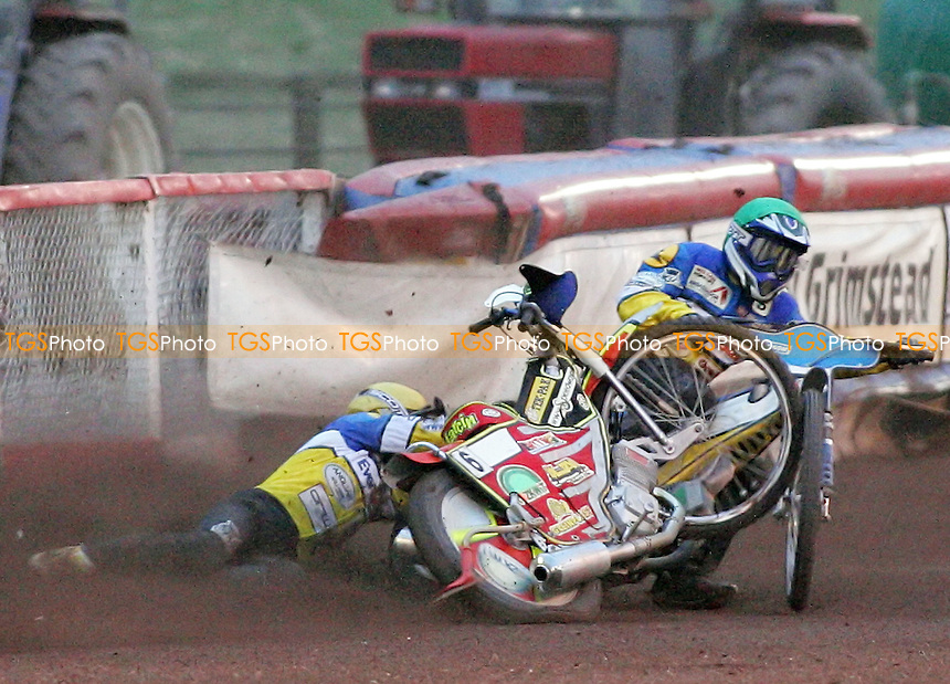 Heat 6 - Miskowiak (green) and Rempala crash out - Lakeside Hammers vs Ipswich Witches - Sky Sports Elite League B Speedway at Arena Essex - 25/05/07 - MANDATORY CREDIT: Gavin Ellis/TGSPHOTO - SELF-BILLING APPLIES WHERE APPROPRIATE. NO UNPAID USE -  Tel: 0845 0946026