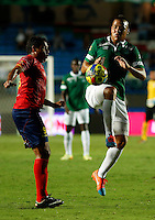 CALI -COLOMBIA-05-10-2014. Gustavo Bolivar (Der) del Deportivo Cali disputa el balón con Martín Arzuaga (Izq) de Uniautónoma durante partido por la fecha 13 de la Liga Postobón II 2014 jugado en el estadio Pascual Guerrero de la ciudad de Cali./ Deportivo Cali player Gustavo Bolivar (R) fights for the ball with Uniautonoma player Martín Arzuaga (L) during match for the 13th date of Postobon League II 2014 played at Pascual Guerrero stadium in  Cali city.Photo: VizzorImage/ Juan C. Quintero /STR