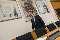 9. Sitzungstag des 1. Untersuchungsausschusses &quot;Terroranschlag Breitscheidplatz&quot; am Freitag den 26. Januar 2018.<br /> Als Zeugen fuer die 9. Sitzung des sog. &quot;Amri-Untersuchungsausschuss&quot; des Berliner Abgeordnetenhaus waren Mitarbeiter der Landeskriminalaemter Berlin und Nordrhein-Westphalen geladen.<br /> Der Amri-Untersuchungsausschuss will versuchen die diversen Unklarheiten im Fall des Weihnachtsmarkt-Attentaeters zu aufzuklaeren.<br /> Im Bild: Burkard Dregger, Ausschussvorsitzender, CDU.<br /> 26.1.2018, Berlin<br /> Copyright: Christian-Ditsch.de<br /> [Inhaltsveraendernde Manipulation des Fotos nur nach ausdruecklicher Genehmigung des Fotografen. Vereinbarungen ueber Abtretung von Persoenlichkeitsrechten/Model Release der abgebildeten Person/Personen liegen nicht vor. NO MODEL RELEASE! Nur fuer Redaktionelle Zwecke. Don't publish without copyright Christian-Ditsch.de, Veroeffentlichung nur mit Fotografennennung, sowie gegen Honorar, MwSt. und Beleg. Konto: I N G - D i B a, IBAN DE58500105175400192269, BIC INGDDEFFXXX, Kontakt: post@christian-ditsch.de<br /> Bei der Bearbeitung der Dateiinformationen darf die Urheberkennzeichnung in den EXIF- und  IPTC-Daten nicht entfernt werden, diese sind in digitalen Medien nach &sect;95c UrhG rechtlich geschuetzt. Der Urhebervermerk wird gemaess &sect;13 UrhG verlangt.]