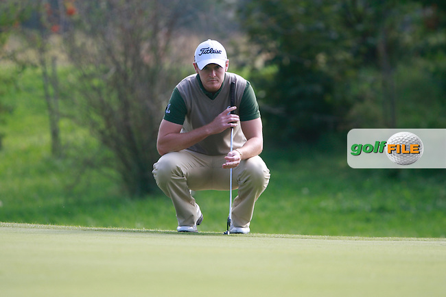 Lloyd Saltman (SCO) lines up his putt on the 5th green during Friday's Round 2 of the Austrian Open presented by Lyoness at the Diamond Country Club, Atzenbrugg, Austria, 23rd September 2011 (Photo Eoin Clarke/www.golffile.ie)