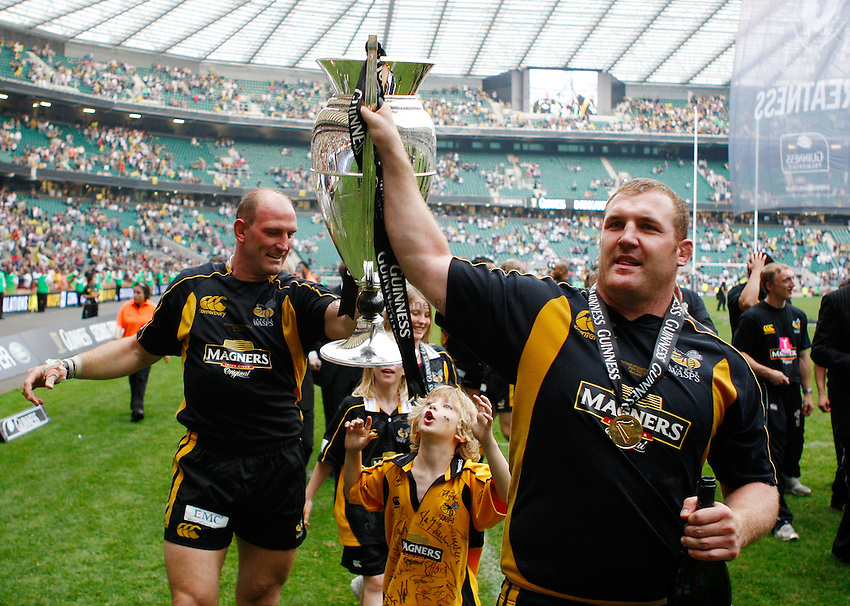 Photo: Richard Lane/Richard Lane Photography. .Leicester Tigers v London Wasps. Guinness Premiership Final. 31/05/2008. Wasps' Lawrence Dallaglio and Tim Payne celebrate with the trophy.