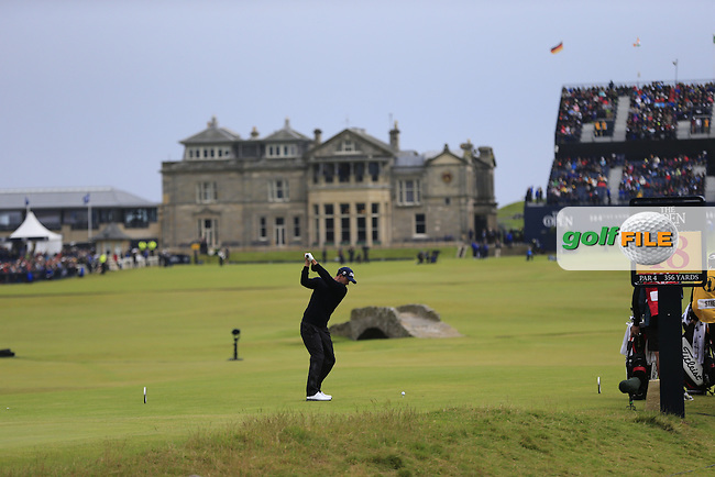 Adam Scott (AUS) tees a 2nd ball off the 18th tee during Monday's Final Round of the 144th Open Championship, St Andrews Old Course, St Andrews, Fife, Scotland. 20/07/2015.<br /> Picture Eoin Clarke, www.golffile.ie