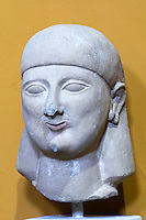 Zypern (Süd), Nationalmuseum in Nicosia (Lefkosia), Figur aus Ostzypern aus Kakstein, 550-500 v.Chr.
