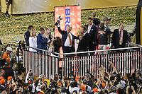 Ex-QB John Elway (Vice President of Football Operations und General Manager) mit der Vince Lombardi Trophy - Super Bowl 50: Carolina Panthers vs. Denver Broncos