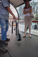 CURITIBA, PR, 25.01.2014 – PROTESTO CONTRA REALIZAÇÃO DA COPA  - Manifestates quebram o sistema de bilhetagem do transporte de curitibam numa das estações tubo,durante o protesto contra a realização da Copa do mundo no Brasil, na tarde desse sábado(25), no centro de Curitiba. (FOTO: PAULO LISBOA  / BRAZIL PHOTO PRESS)