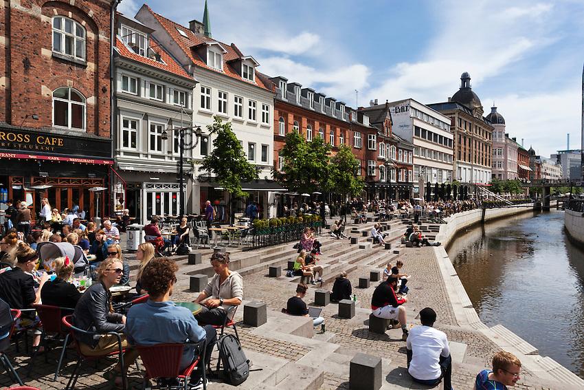 Denmark, Jutland, Aarhus: Cafés and restaurants along Åboulevarden   Daenemark, Juetland, Aarhus: Cafés and Restaurants am Åboulevarden