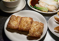 dim sum-Vorspeisen mit Rettichkuchen im Restaurant dim sum haus, Kirchenallee 37 , Hamburg, Deutschland<br /> dim sum-starter and  radish cake in  Restaurant dim sum haus, Kirchenallee 37 , Hamburg, Germany
