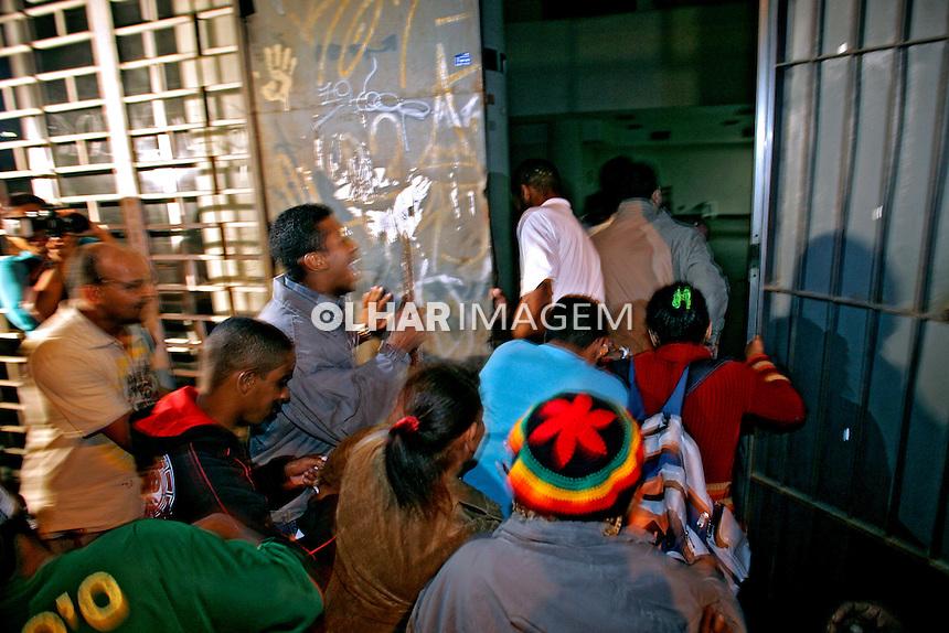 Invasão de prédio por moradores Sem-Teto. São Paulo. 2007. Foto de Caetano Barreira.
