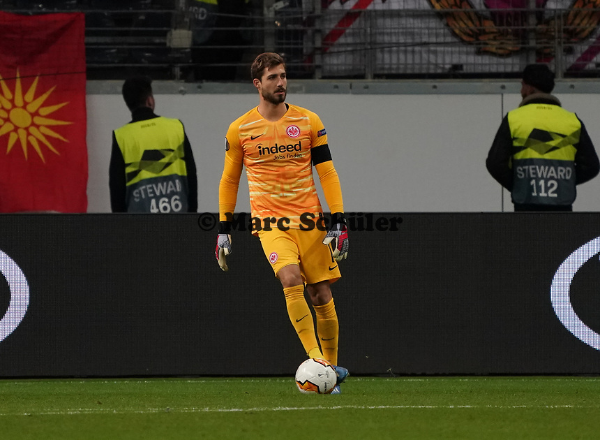 Torwart Kevin Trapp (Eintracht Frankfurt) - 20.02.2020: Eintracht Frankfurt vs. RB Salzburg, UEFA Europa League, Hinspiel Round of 32, Commerzbank Arena DISCLAIMER: DFL regulations prohibit any use of photographs as image sequences and/or quasi-video.